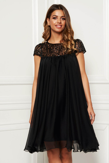 Artista black occasional dress with easy cut with embroidery details from veil with inside lining