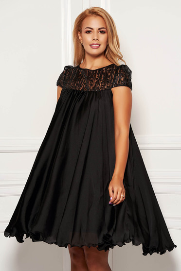 Black occasional dress with easy cut with embroidery details from veil with inside lining
