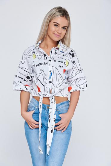 White short women`s shirt with print details and pointed collar