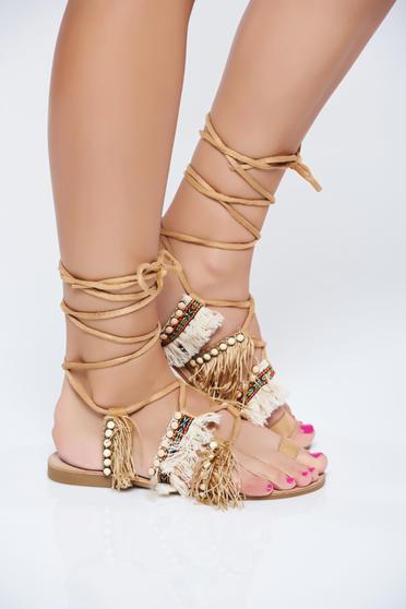 Brown low heel sandals with fringes