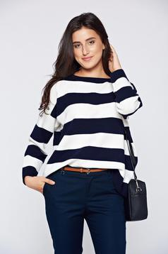 Casual knitted easy cut darkblue sweater