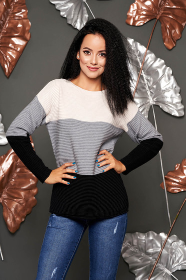 Easy cut grey casual knitted sweater