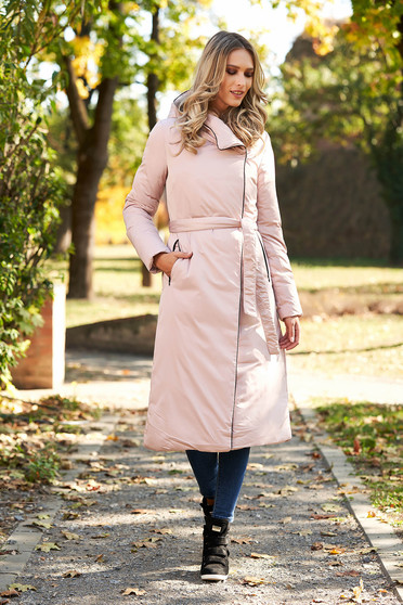 Long rosa casual jacket accessorized with tied waistband with undetachable hood