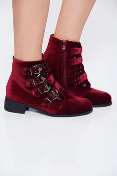 Red casual velvet tramper with buckles accessories