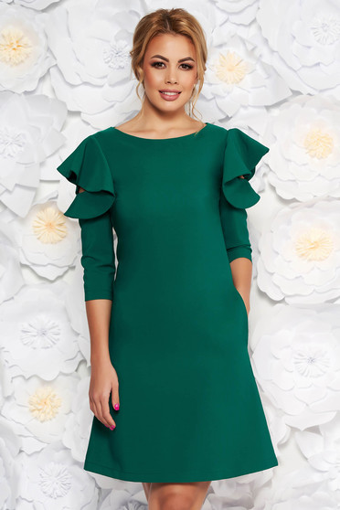 LaDonna with easy cut lightgreen dress with ruffled sleeves