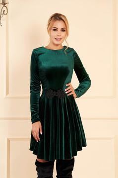 Artista darkgreen dress from velvet with embroidery details cloche