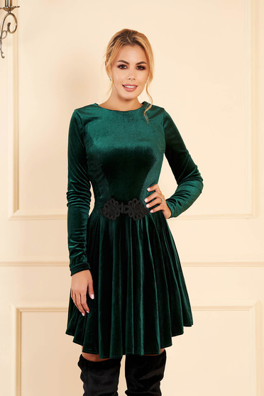 Artista darkgreen dress from velvet with embroidery details cloche