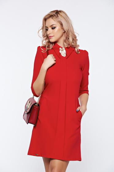 Fofy red dress a-line with front pockets accessorized with breastpin