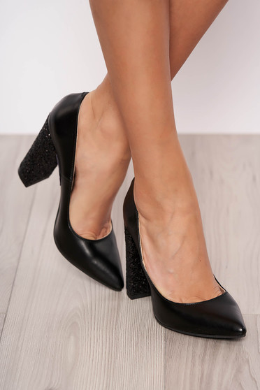 Black shoes natural leather chunky heel slightly pointed toe tip
