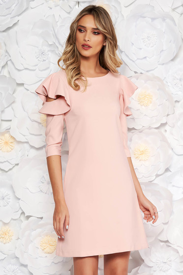 LaDonna with easy cut rosa dress with ruffled sleeves