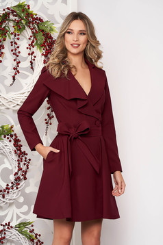 Burgundy trenchcoat with inside lining cloche accessorized with tied waistband from non elastic fabric