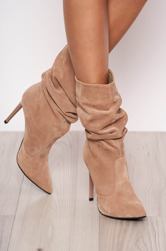 Cream natural leather boots with high heels