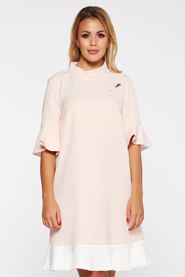 PrettyGirl rosa elegant dress with easy cut slightly elastic fabric with metalic accessory