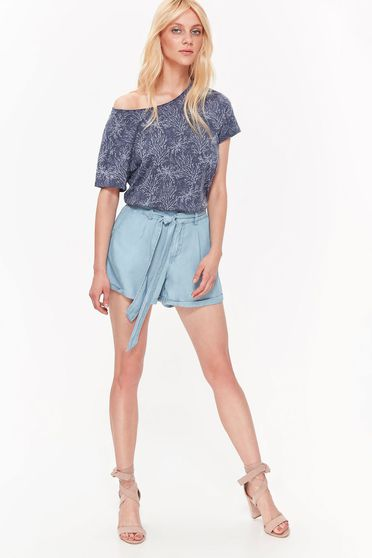Top Secret blue casual short with medium waist nonelastic fabric accessorized with tied waistband