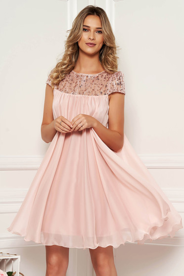 Artista rosa occasional dress with easy cut with embroidery details from veil with inside lining