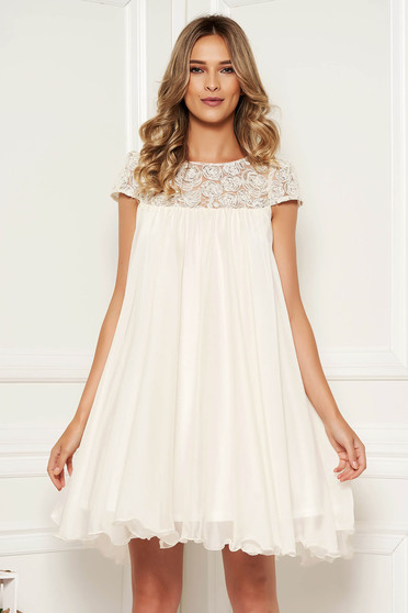 Artista white occasional dress with easy cut with embroidery details from veil with inside lining