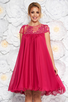 Fuchsia occasional dress with easy cut with embroidery details from veil with inside lining