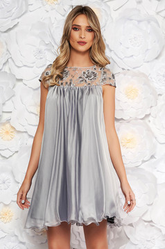 Grey occasional dress with easy cut with embroidery details from veil with inside lining