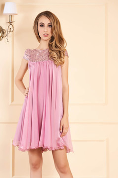 Lightpink occasional dress with easy cut with embroidery details from veil with inside lining