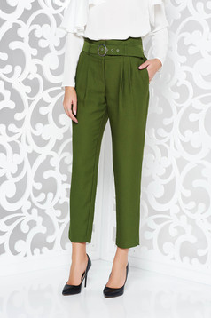 Darkgreen elegant high waisted trousers nonelastic fabric accessorized with belt