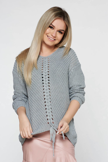 Grey casual sweater with easy cut with v-neckline knitted fabric