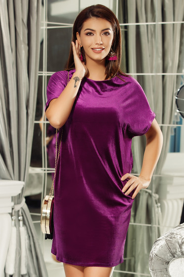 Fofy purple flared velvet dress with cut back