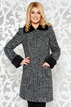 Black casual trenchcoat arched cut with inside lining with pockets fur collar