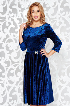 Blue occasional velvet cloche dress accessorized with breastpin with embellished accessories folded up