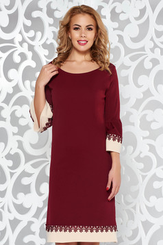 Burgundy elegant flared dress with lace details with ruffled sleeves