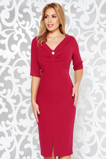 Fuchsia occasional pencil dress slightly elastic fabric with inside lining accessorized with breastpin