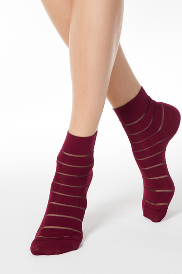 Burgundy fitted heel tights & socks from elastic fabric