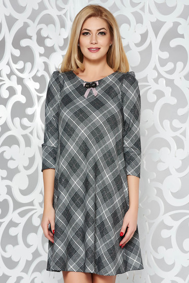 Grey flared dress slightly elastic fabric with inside lining accessorized with breastpin