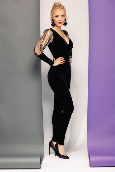 Fofy black occasional from velvet jumpsuit with v-neckline