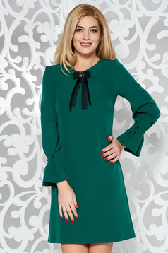 Green elegant a-line dress slightly elastic fabric with 3/4 sleeves accessorized with breastpin