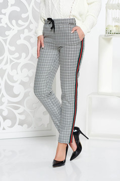 PrettyGirl grey casual trousers from non elastic fabric with medium waist with pockets with laced details