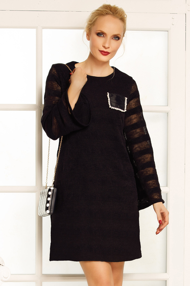 Fofy black elegant dress with straight cut knitted fabric large sleeves