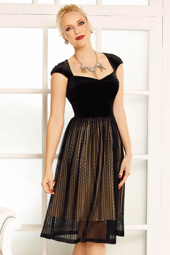 Fofy black occasional cloche dress short sleeve with a cleavage