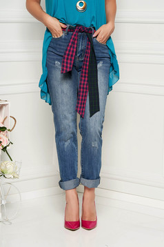 Blue jeans casual denim wwith medium waist with front and back pockets