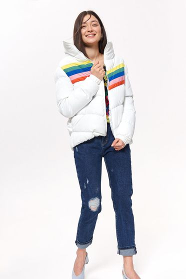 White jacket casual short cut with turtle neck zipper fastening long sleeve