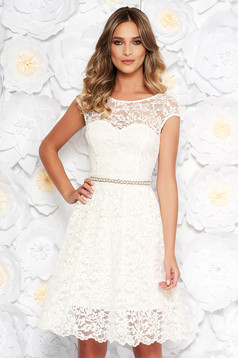 StarShinerS white elegant cloche dress from laced fabric with inside lining accessorized with tied waistband
