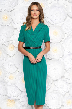 Green daily midi dress with tented cut slightly elastic fabric accessorized with belt