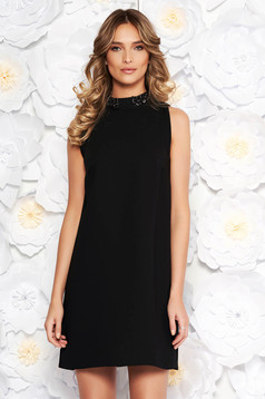 StarShinerS black elegant straight dress with inside lining with small beads embellished details