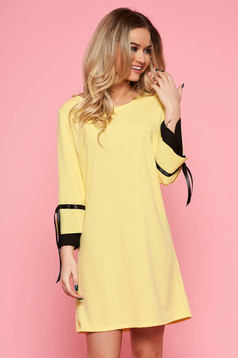Yellow elegant dress from elastic fabric with easy cut with 3/4 sleeves