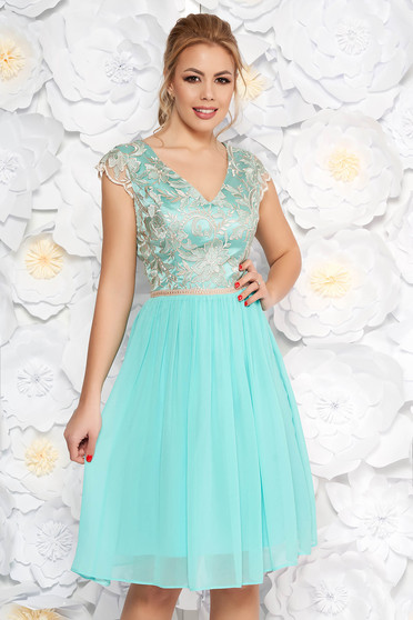 Lightblue dress flaring cut short sleeves with lace details