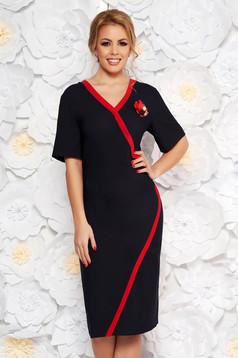 Darkblue elegant pencil dress with v-neckline cloth accessorized with breastpin