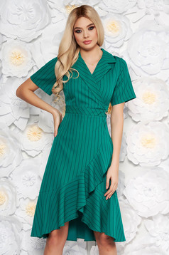 Green daily dress short sleeves with ruffles at the buttom of the dress with v-neckline