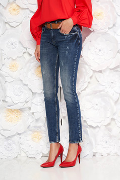 Blue casual jeans with medium waist cotton with straight cut accessorized with belt
