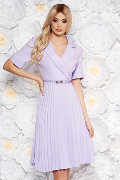 Lila daily elegant cloche dress with v-neckline accessorized with belt airy fabric