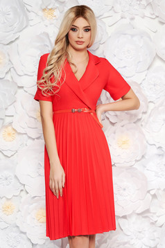 Coral daily elegant cloche dress with v-neckline accessorized with belt airy fabric