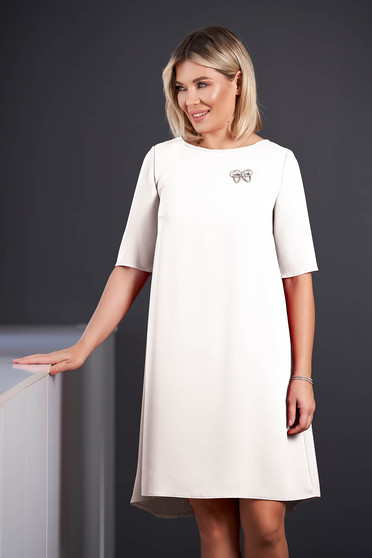 StarShinerS white dress elegant midi asymmetrical cloth short sleeves accessorized with breastpin with rounded cleavage